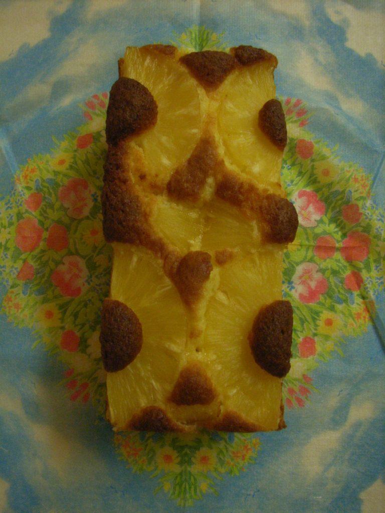 パイナップルとココナツのケーキ